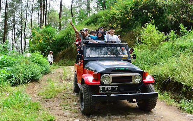 Jeep yang mengantarkan kami menuju Ledok Amprong
