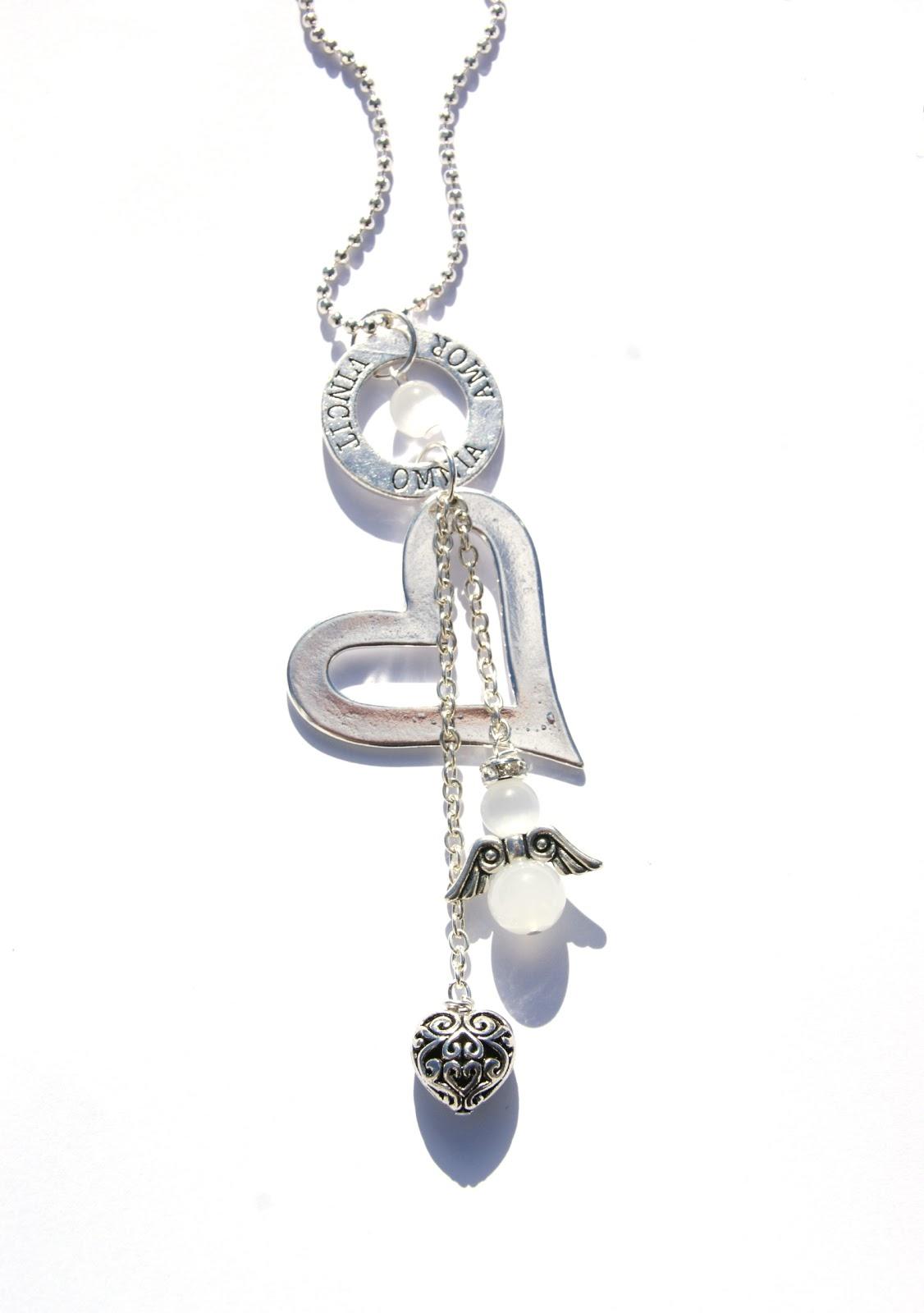Långt halsband med stort silverpläterat hjärta 1905040df5332