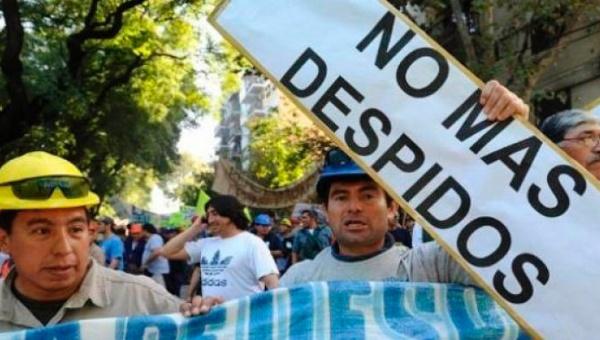 Trabajadores argentinos advierten una segunda ola de despidos