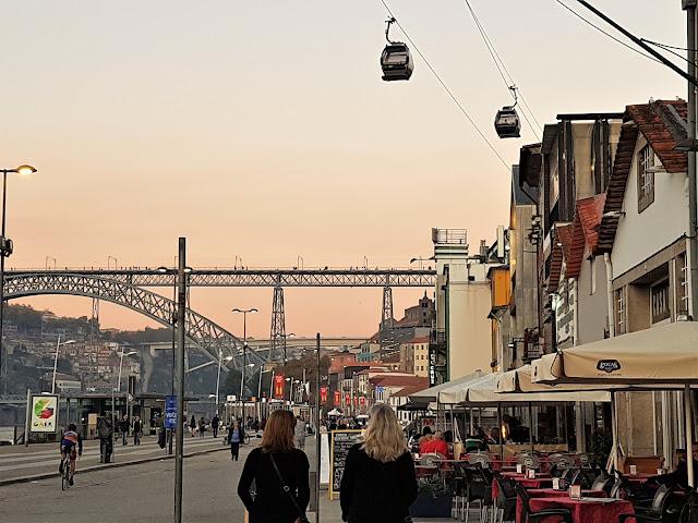 Porto - var äter man middag med solnedgång .