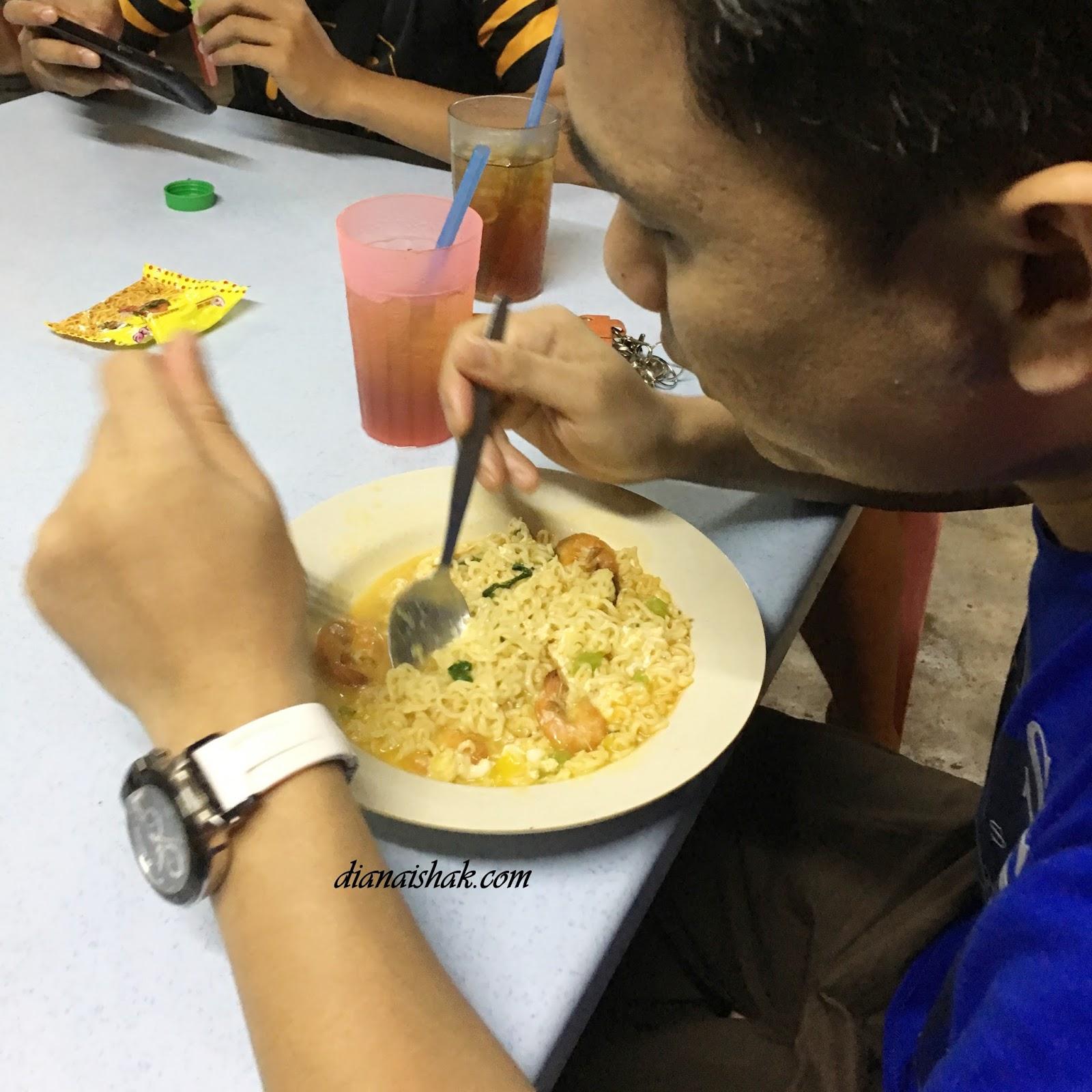 Again Bila Kitorang Dah Balik Dari Dinner Sekali Budak Ajak Makan Maggi Dapur Kayu Lagi Padahal Kenyang Kan Tapi Sebab Seronok Pul