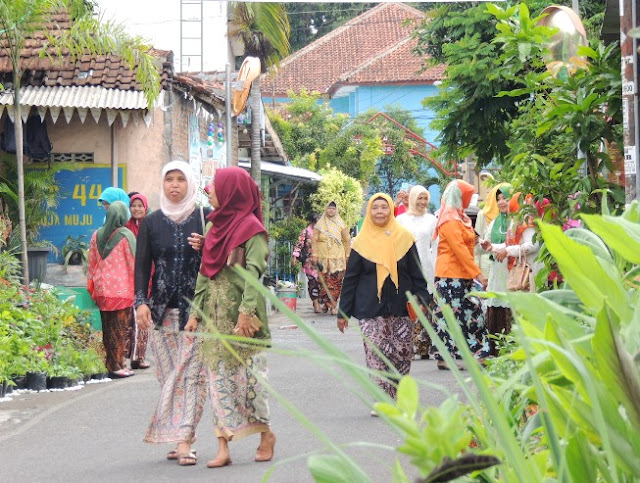 Lompatan Ibu-Ibu Kampung Muja Muju di Hari Ibu