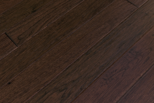 Unique Wood Floors: The Effects of Dark Stains vs Light