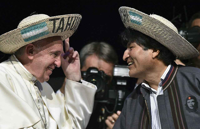 Papa Francisco com presidente Evo Morales em encontro dos movimentos sociais, Santa Cruz de la Sierra
