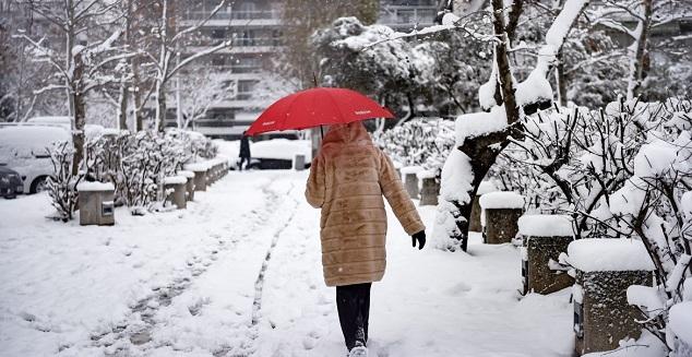 Xιόνια, καταιγίδες και θυελλώδεις ανέμους σε όλη τη χώρα -Πολλά σχολεία κλειστά και σήμερα λόγω του παγετού