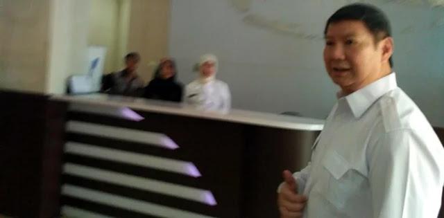 Sambangi Kantor KPU, Adik Prabowo: Nanti Saja
