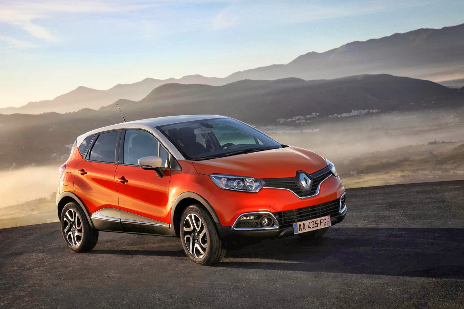 renault captur 2014 hottest car wallpapers bestgarage. Black Bedroom Furniture Sets. Home Design Ideas
