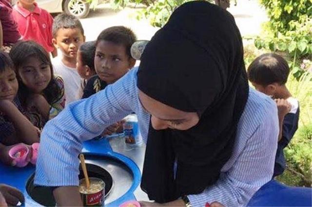 Gadis Cantik Penjual Ais Krim Di Langkawi Curi Perhatian
