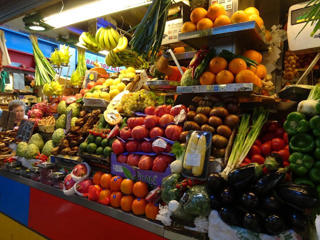 Groenten en fruit op de markt in Malaga: Mercado Atarazanas