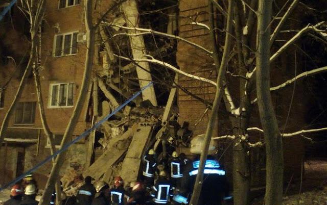 Рятувальники назвали причину обвалення стіни у гуртожитку в Чернігові
