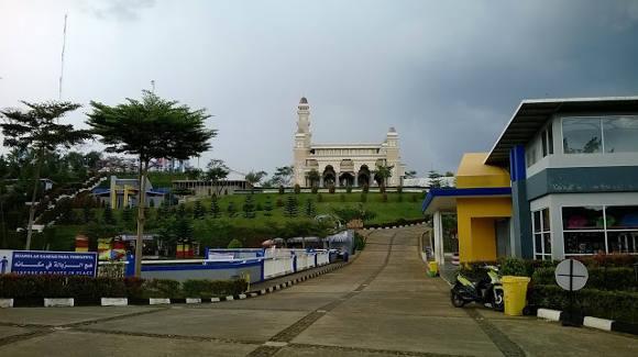 Pemandangan dari Lapangan Parkir Icakan/prialawas.com