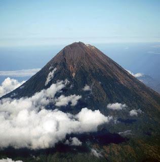 http://www.teluklove.com/2017/02/pesona-keindahan-wisata-gunung-agung-di.html