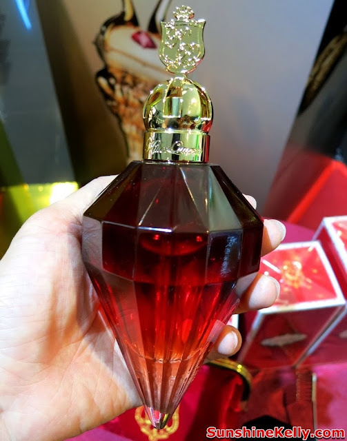 Fragrance, Katy Perry Killer Queen, model, perfume bottle, jewel shaped, royal red, gold bottle