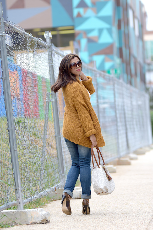 Wearing:  Top: LightInTheBox Cardigan Sweater: Amazon Jeans: GAP Shoes: Franco Sarto Bag: Michael Kors