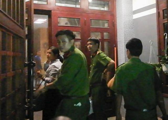 Cảnh sát khám xét nhà ông Bằng