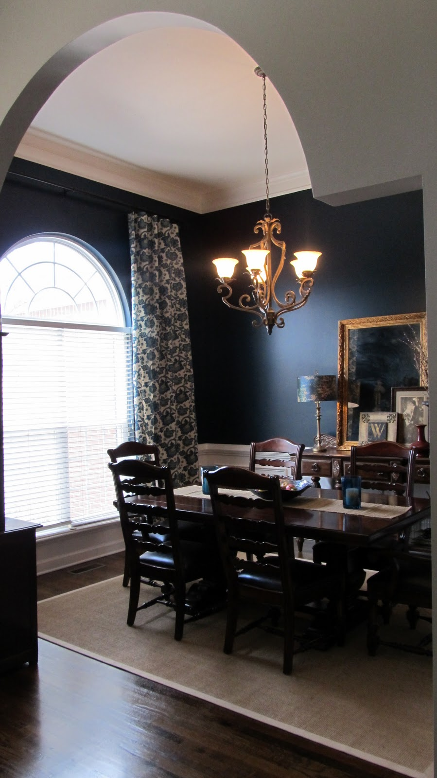 Beatrice Banks: Dining Room In Blue