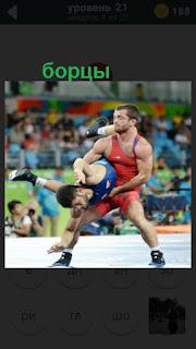 двое мужчин спортсменов борются на тотеме 470 слов
