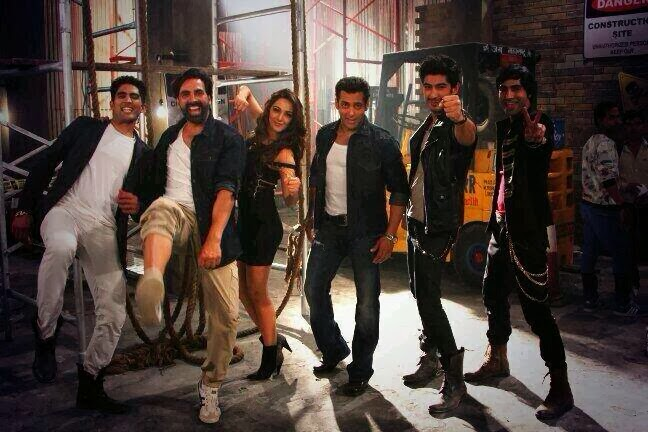 Salman & Akshay get together for a special song in Fugly movie