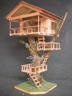 hiasan ruangan berbentuk rumah pohon yang terbuat dari stik es krim
