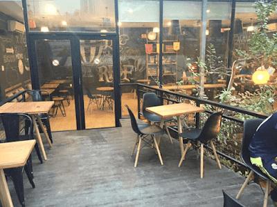 Ghế ngồi cafe – vật dụng nội thất trang trí cho quán cafe