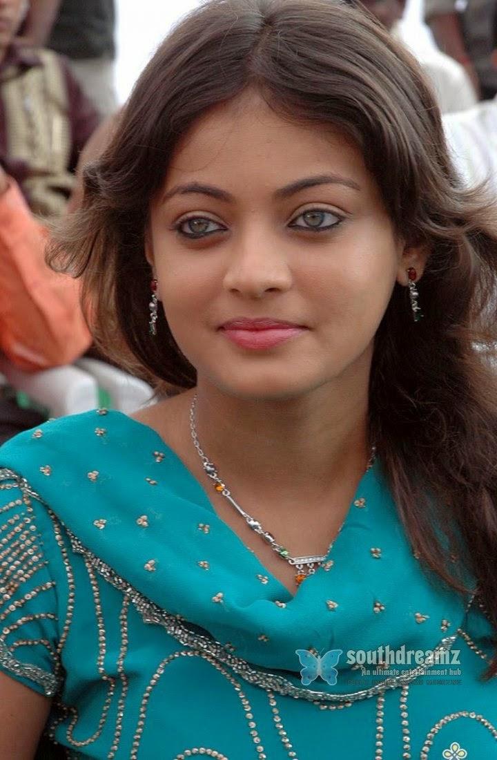 Indian Woman In Black Saree: Top 12 Sneha Ullal HD Wallpapers