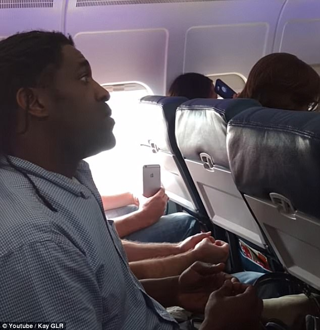 Video: Man removed from Delta flight for using bathroom before takeoff