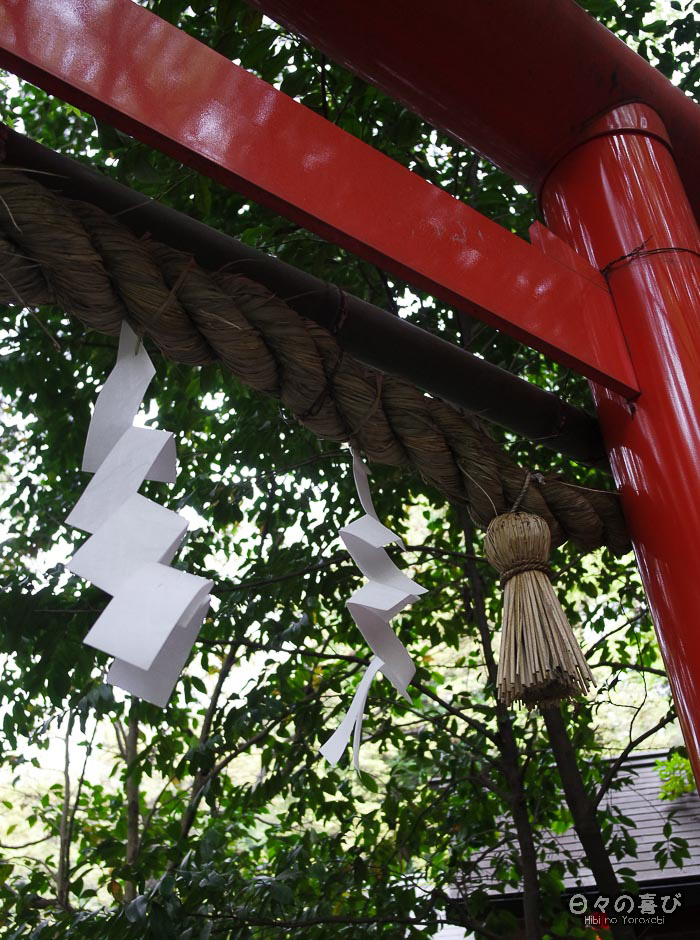 torii rouge vif et shimenawa, sanctuaire Nonomiya, Arashiyama, Kyoto