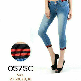 celana jeans pendek, celana jeans pendek wanita, celana jeans premium, celana jeans murah, grosir celana jeans, celana jeans robek, celana jeans pinggang karet