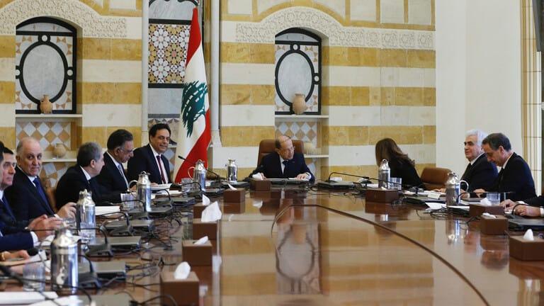لبنان-الاتفاق-على-خفض-سعر-الدولار-والاحتجاجات-تتصاعد