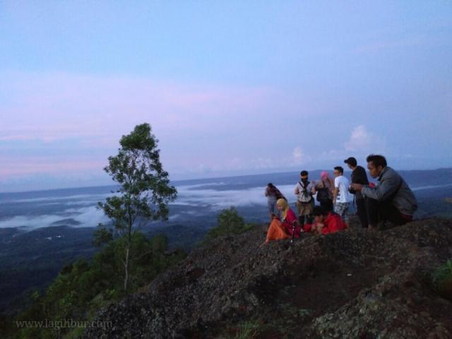 Puncak Gunung Bantal Nglanggeran