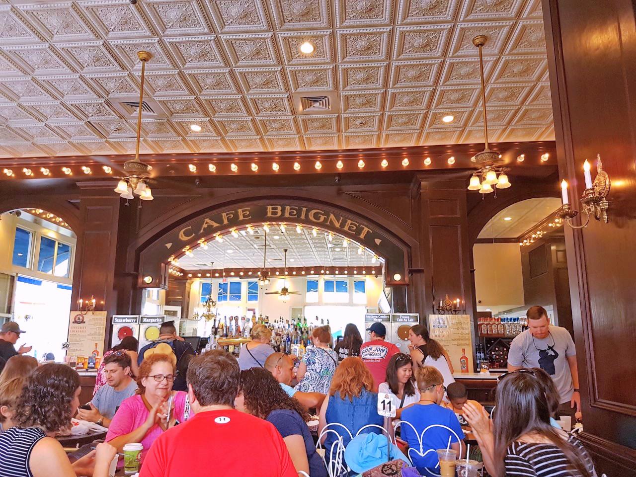 New Orleans, Louisiana, beignet, cafe, tourist, foodie, blogger, summer