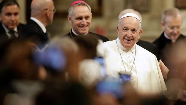 """El papa advierte que el mundo espera """"medidas concretas"""" contra la """"plaga de abusos sexuales"""" en la Iglesia católica"""