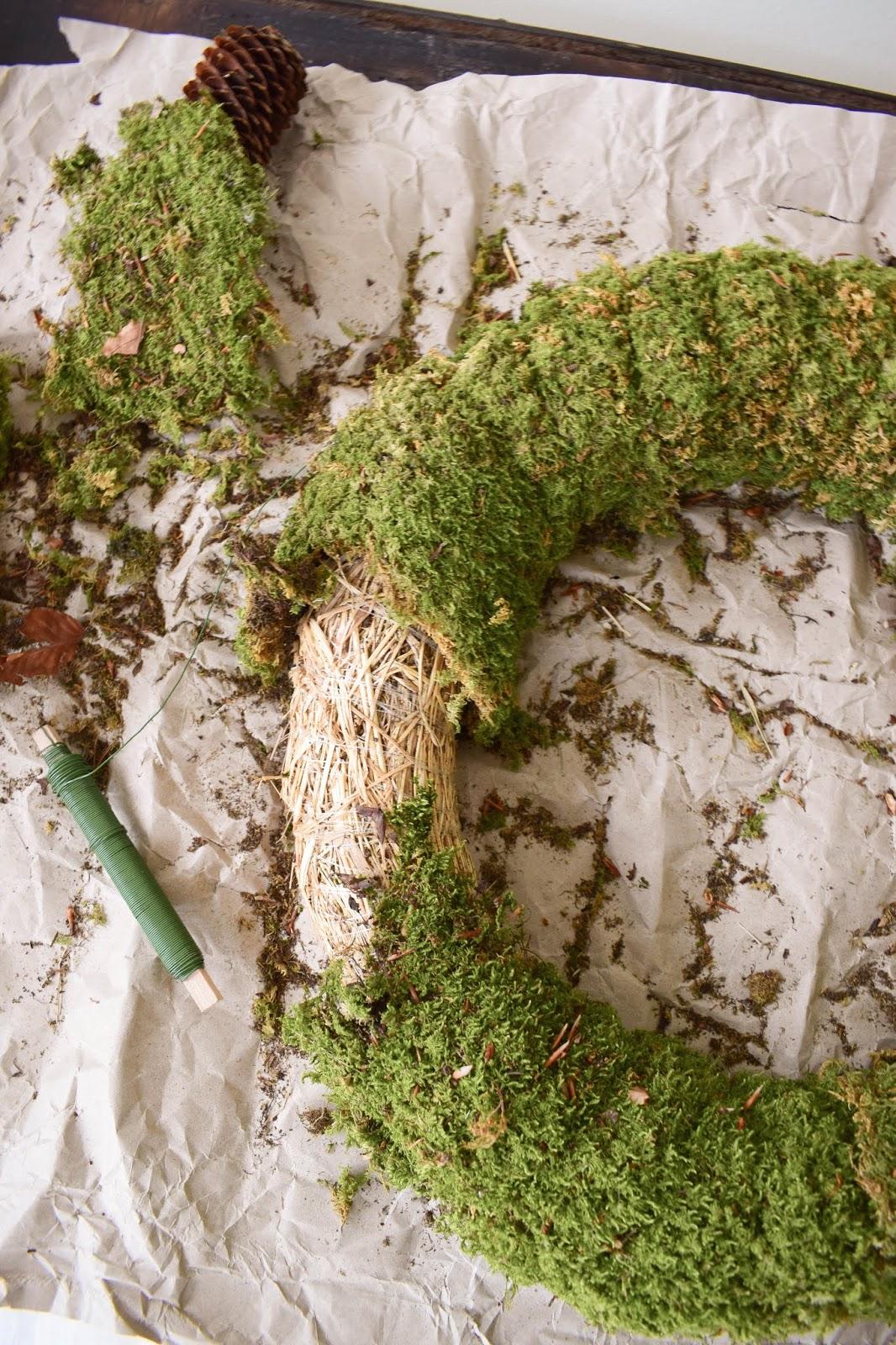 DIY Mooskranz. Einfach selbermachen. Kranz aus Moos für Weihnachten und Advent