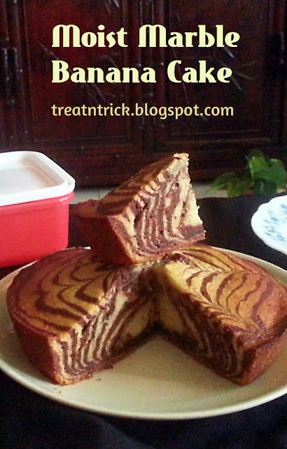 Moist Marble Banana Cake Recipe @ treatntrick.blogspot.com