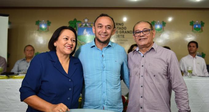 Professor Manoel Amador toma posse como novo diretor da 4ª DIREC