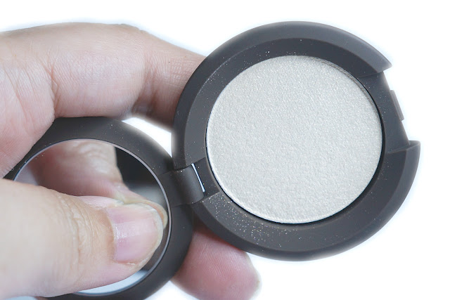 BECCA Shimmering Skin Perfector Pressed Highlighter in Vanilla Quartz