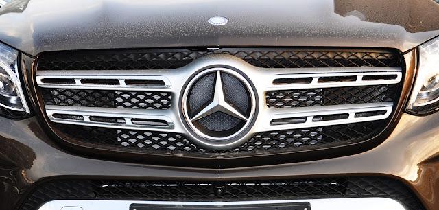 Mercedes GLS 400 4MATIC có Lưới tản nhiệt 2 nan tạo cảm giác sang trọng