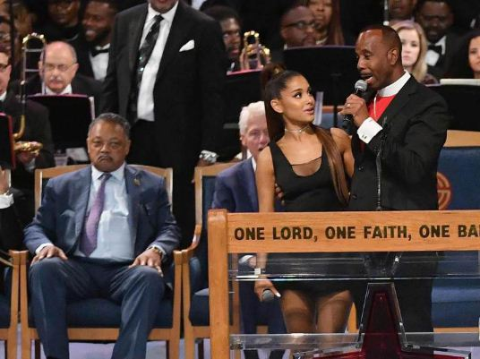 pastor-grope-ariana-grande-breast-apologize