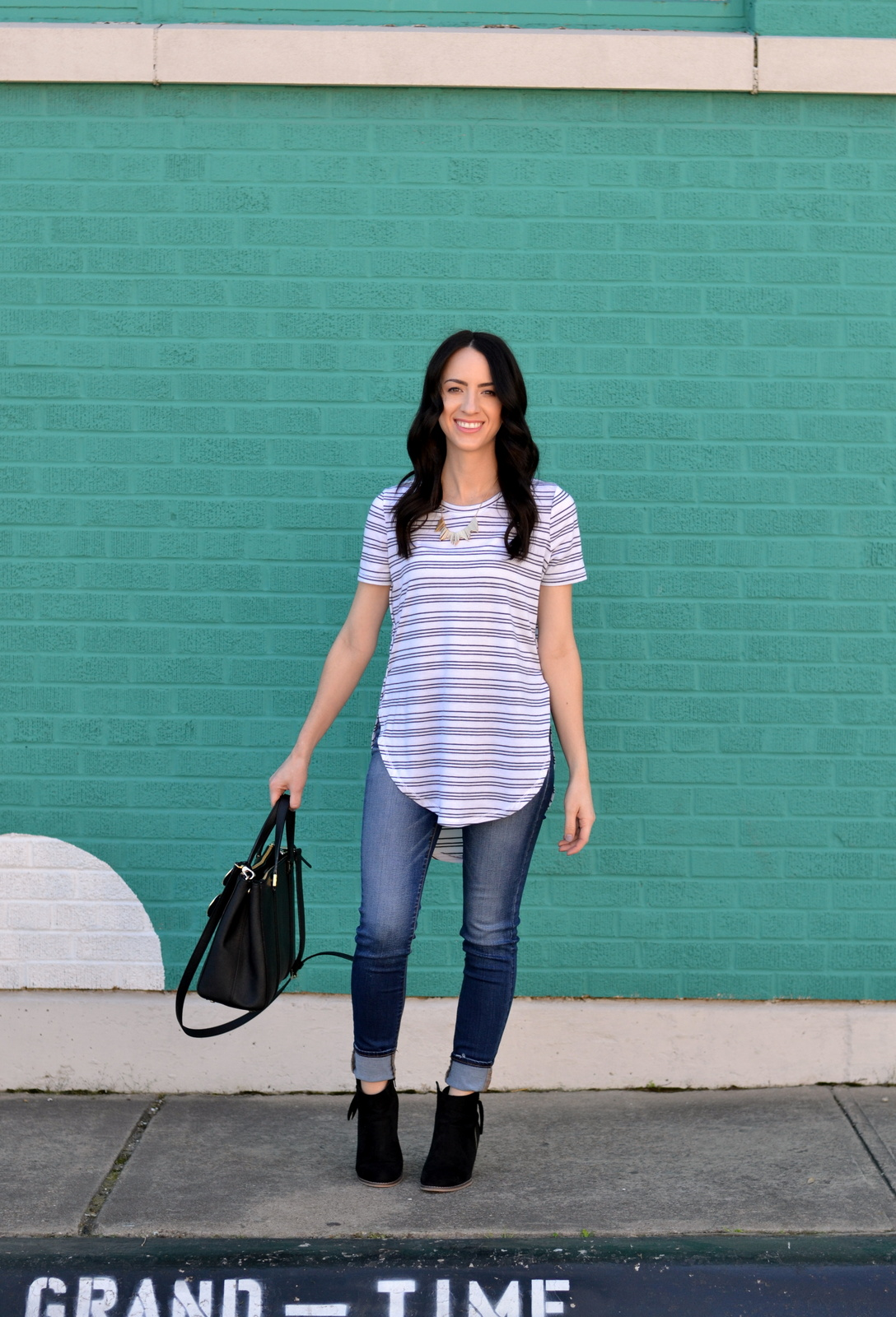 Casual spring outfit with basic tee and booties