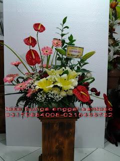 rangkaian karangan bunga meja cassablanca minimalis