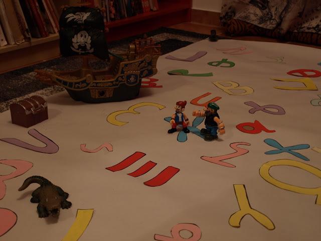 Μαθαίνουμε τα γράμματα παίζοντας!