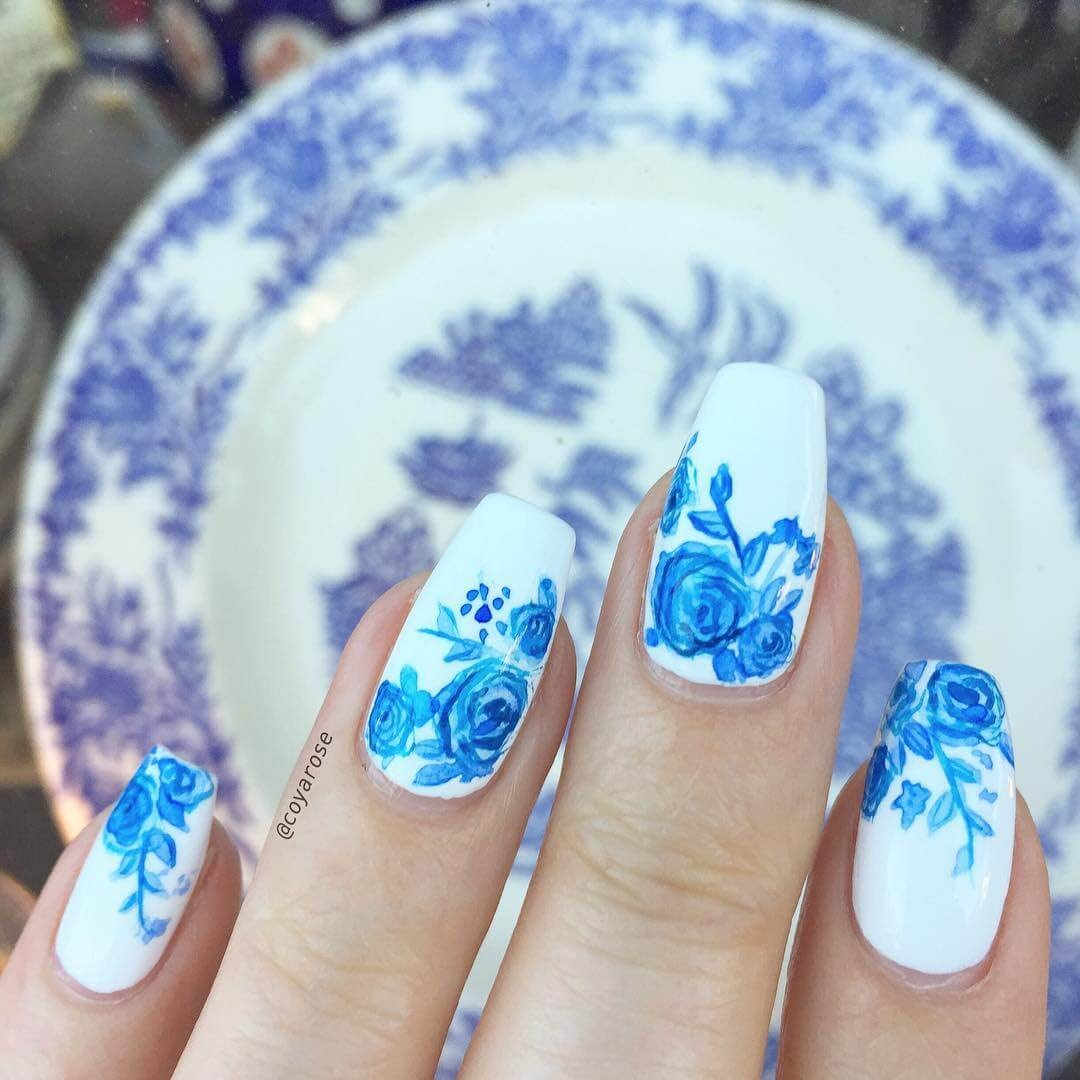 02-Blue-and-white-porcelain-Nicoya-Grobman-Free-Hand-Nail-Art-Designs-www-designstack-co
