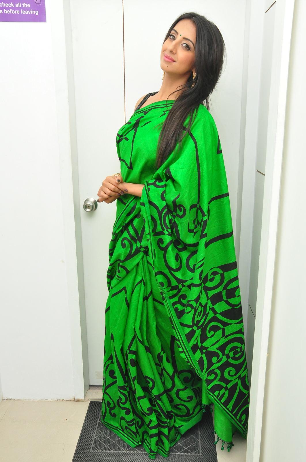 Sanjjana Glamorous at Naturals Saloon launch-HQ-Photo-13