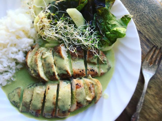 Pechugas de pollo con crema de cilantro