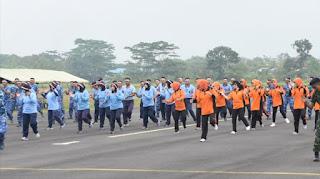 Jelang HUT ke-72 TNI, Ratusan Personil Gabungan TNI Senam Bareng di Lanud Wiriadinata Tasikmalaya
