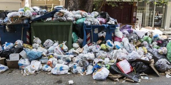 Τέλος η απεργία της ΠΟΕ - ΟΤΑ: Μαζεύονται τα σκουπίδια