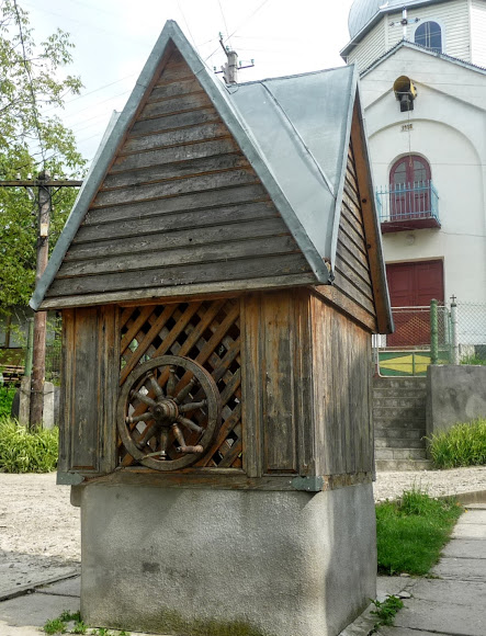 Колодязь біля церкви в м.Старий Самбір, Львівська обл.