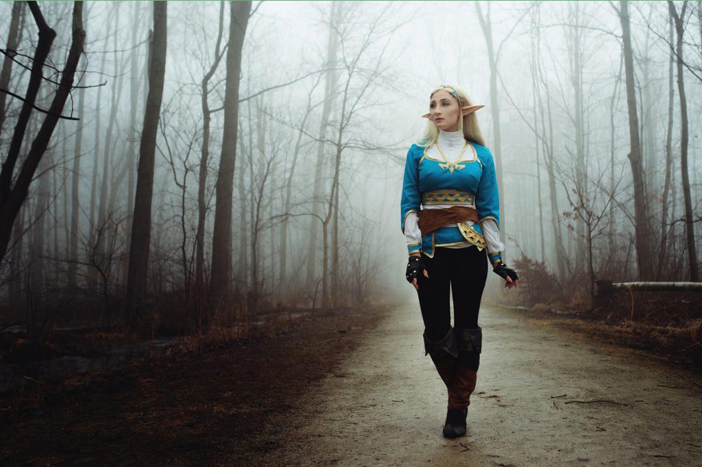 Professional Cosplayer Princess of Zelda di tengah htuan sendirian