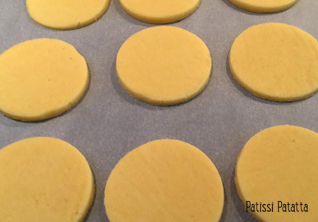 recette d'abricots romarin et crémeux, marmelade d'abricots au romarin, crémeux vanille et fève tonka, verrine abricots et crémeux, sablés breton maison, cuisiner les abricots, desserts abricots,