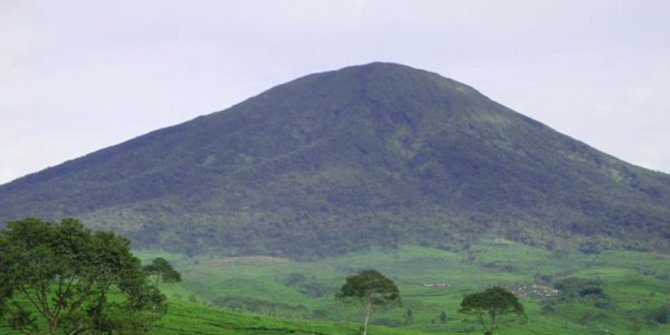 2. Gunung Dempo, Sumatera Selatan